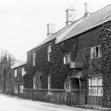 Edgehill.  Cottages and shops