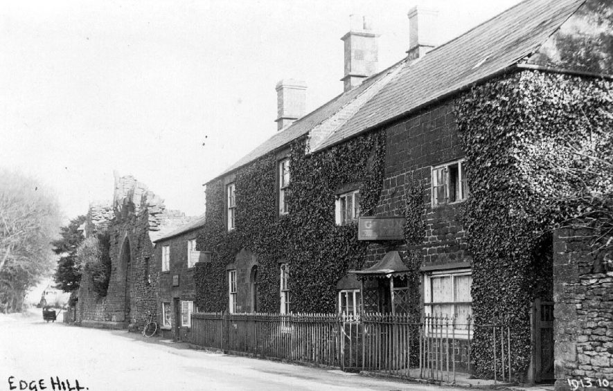 Row of cottages and shops in Edgehill.  1900s |  IMAGE LOCATION: (Warwickshire County Record Office)