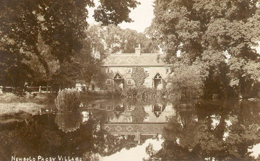 Newbold Pacey village and pond.  1900s |  IMAGE LOCATION: (Warwickshire County Record Office)