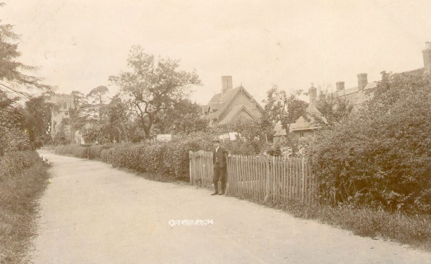 A view along the village street in Offchurch.  1900s |  IMAGE LOCATION: (Warwickshire County Record Office)