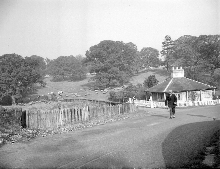 Lodge and gates to Offchurch Bury Park, Offchurch.  1958 |  IMAGE LOCATION: (Warwickshire County Record Office)