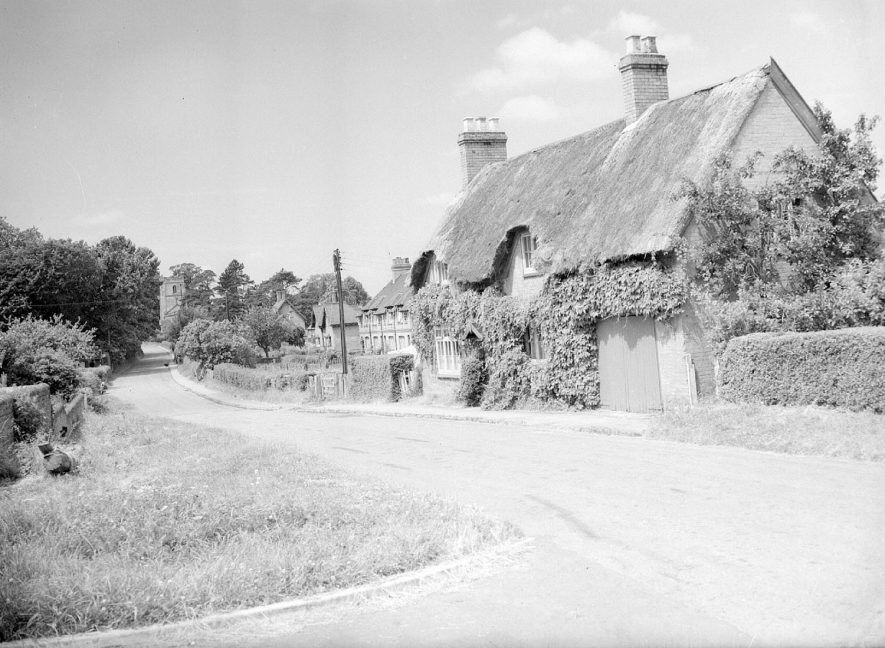 Thatched cottages probably at School Hill, Offchurch.  1958 |  IMAGE LOCATION: (Warwickshire County Record Office)