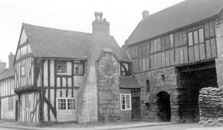 The gatehouse and large timbered house, Polesworth.  August 26th 1940 |  IMAGE LOCATION: (Warwickshire County Record Office)