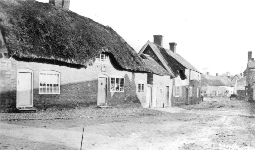 Cottages in Lutterworth Road, Pailton.  Circa 1890 |  IMAGE LOCATION: (Warwickshire County Record Office)