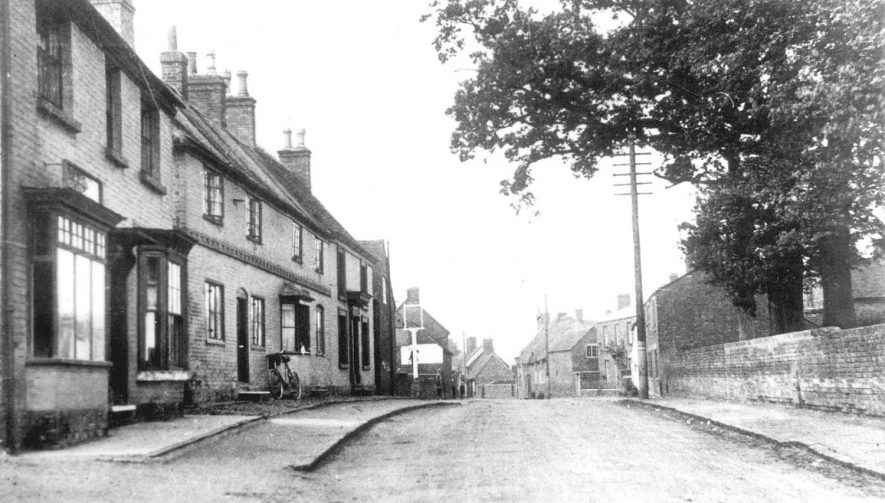 Cottages in Coventry Road, Pailton.  Circa 1910 |  IMAGE LOCATION: (Warwickshire County Record Office)