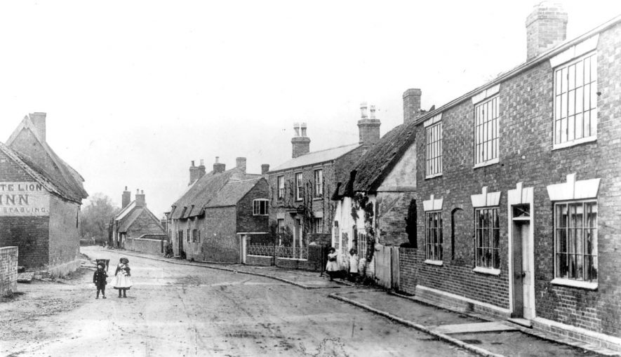 Cottages in Coventry Road, Pailton.  Circa 1900 |  IMAGE LOCATION: (Warwickshire County Record Office)