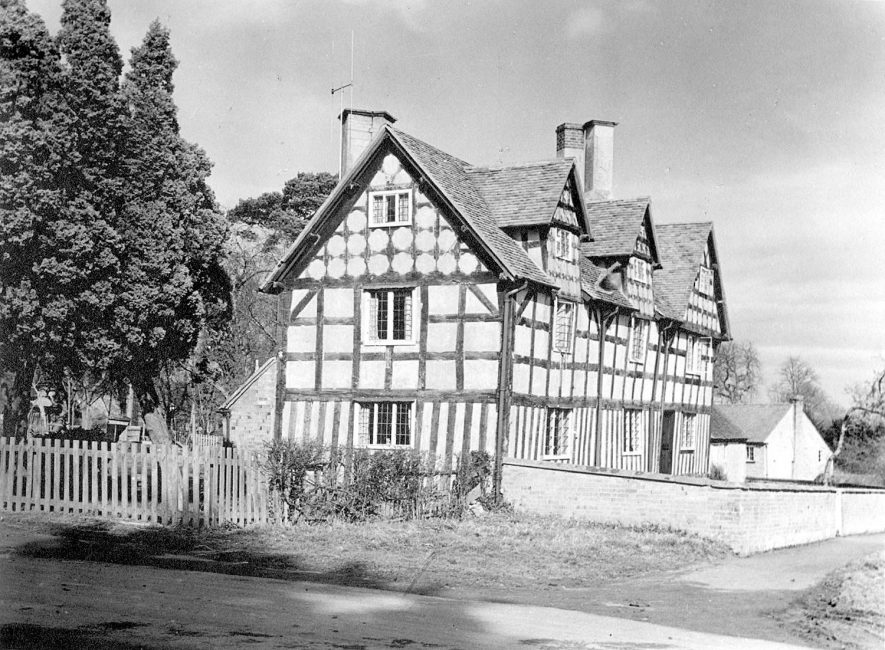 Large detached timbered house, Preston on Stour.  1960s |  IMAGE LOCATION: (Warwickshire County Record Office)