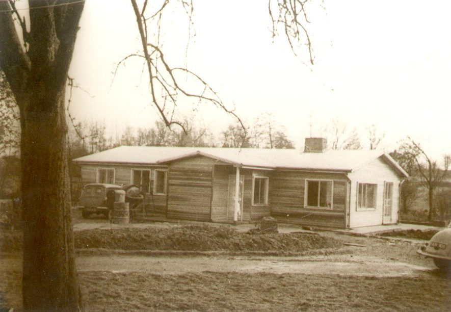 House constructed of wood, known as Pinley Acres, Pinley Green.  Late 1950s |  IMAGE LOCATION: (Warwickshire County Record Office)