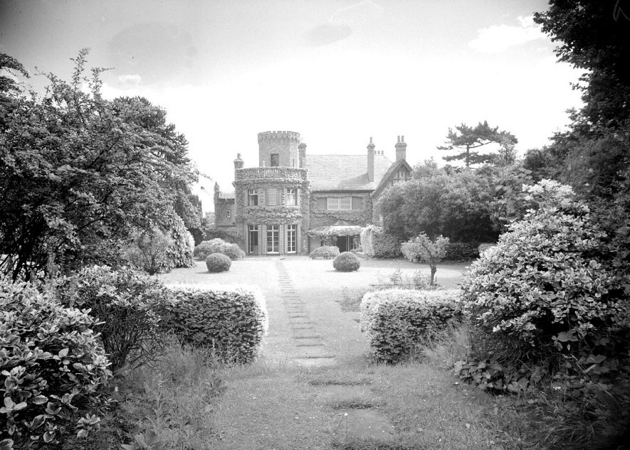 The manor house from rear and part of garden, Radford Semele.  1950 |  IMAGE LOCATION: (Warwickshire County Record Office)