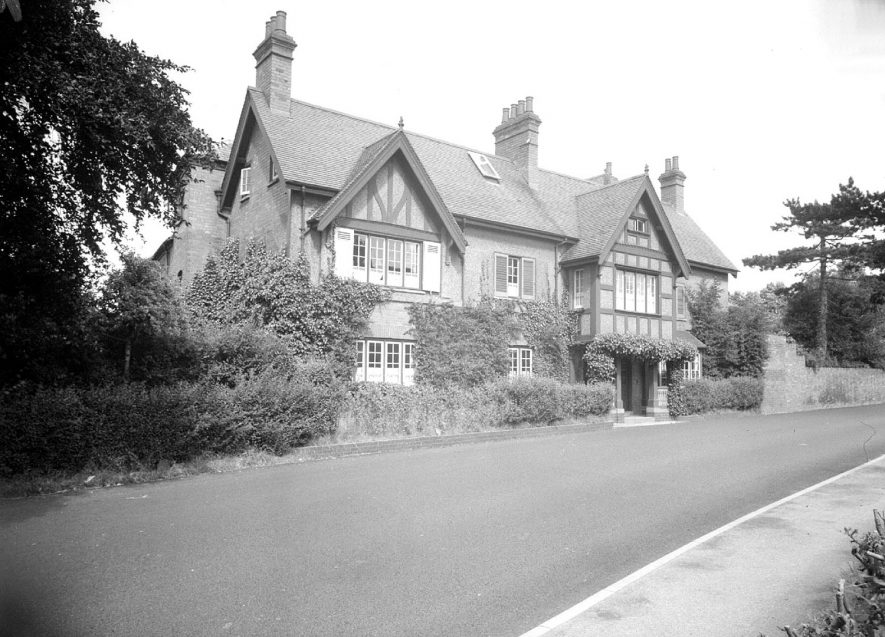 The manor house, front exterior, Radford Semele.  1950 |  IMAGE LOCATION: (Warwickshire County Record Office)