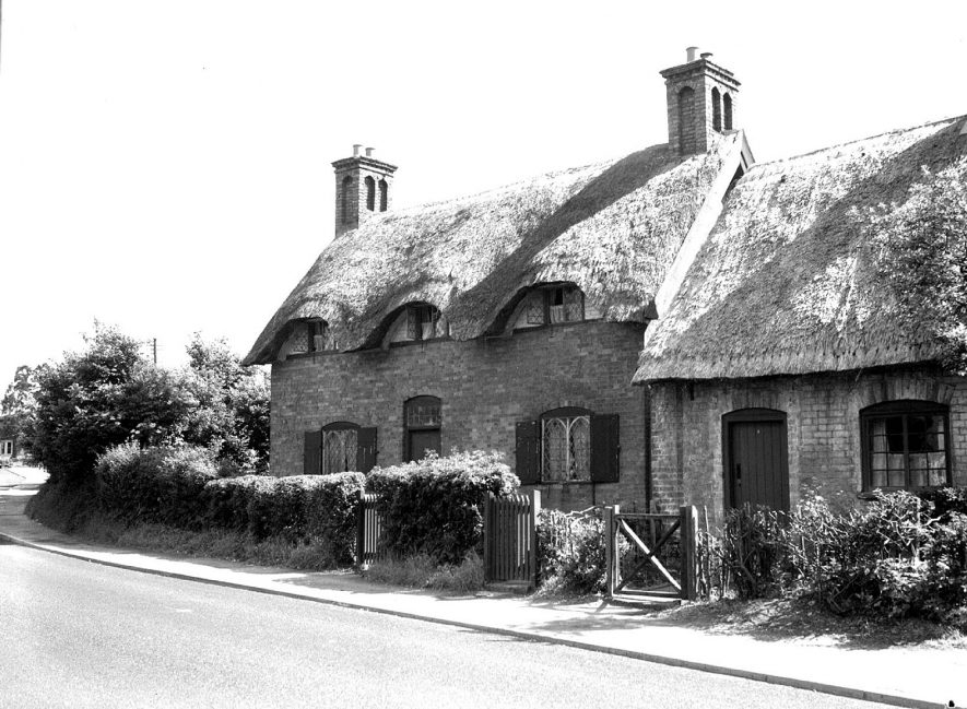 Manor Cottage opposite Manor House, Radford Semele.  1950 |  IMAGE LOCATION: (Warwickshire County Record Office)