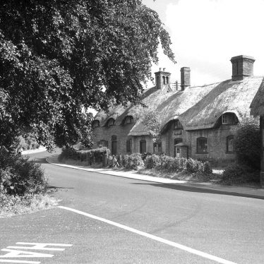 Radford Semele.  Manor Cottage and Old Post Office