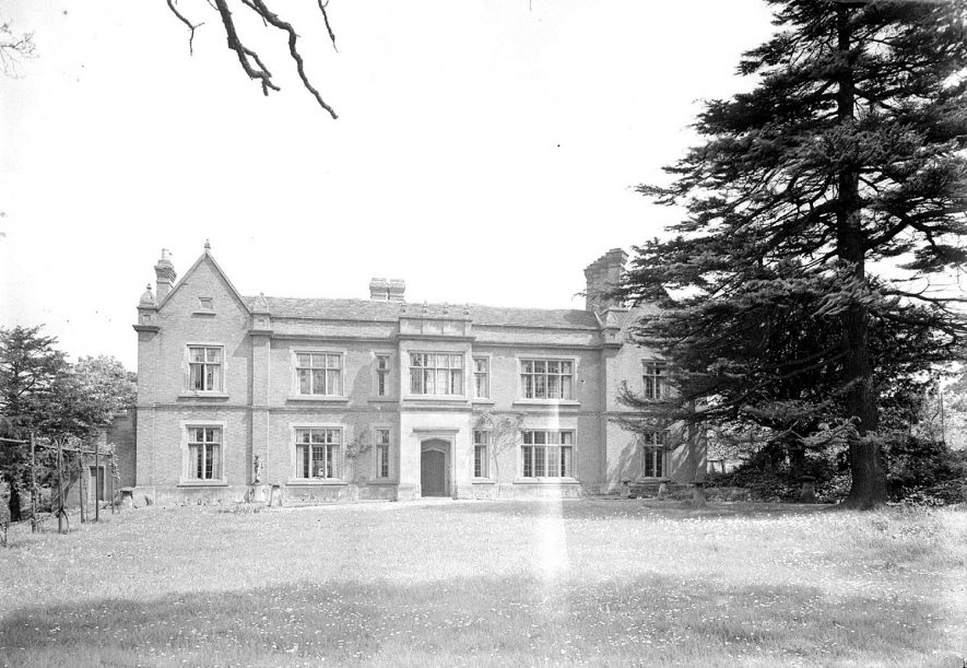 Radford Hall, front exterior, Radford Semele.  1947 |  IMAGE LOCATION: (Warwickshire County Record Office)