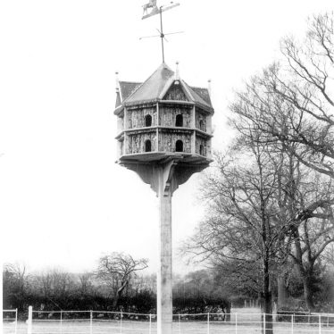 Rowington.  Wind Mill House dovecote