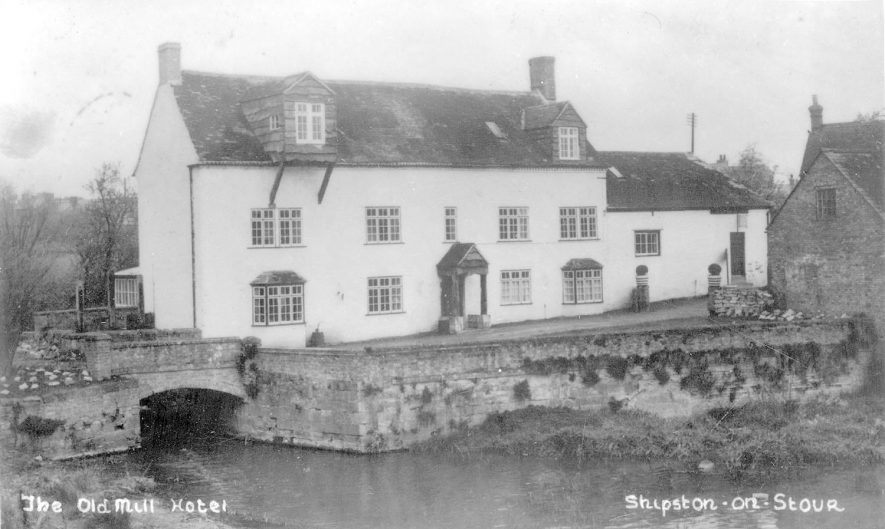 The Old Mill hotel on the River Stour at Shipston on Stour.  1950s    IMAGE LOCATION: (Warwickshire County Record Office)