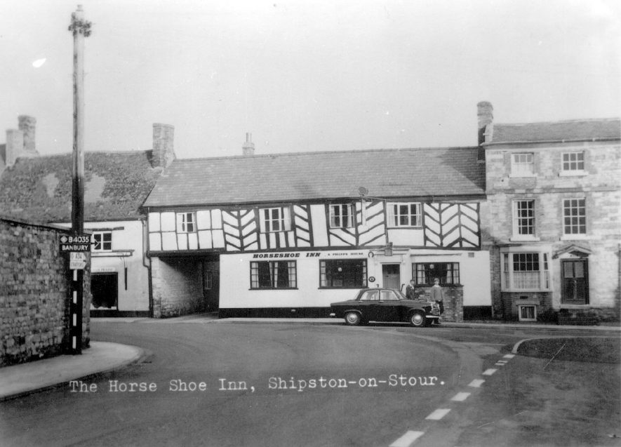 The Horse Shoe Inn, Shipston on Stour.  1950s |  IMAGE LOCATION: (Warwickshire County Record Office)