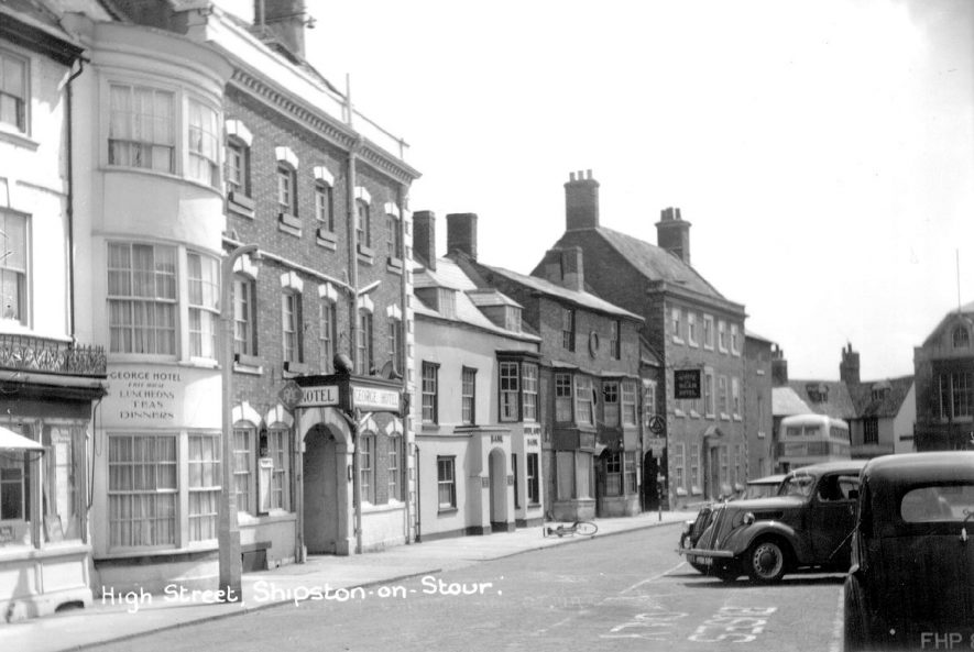 View looking along High Street, Shipston on Stour.  1950s    IMAGE LOCATION: (Warwickshire County Record Office)