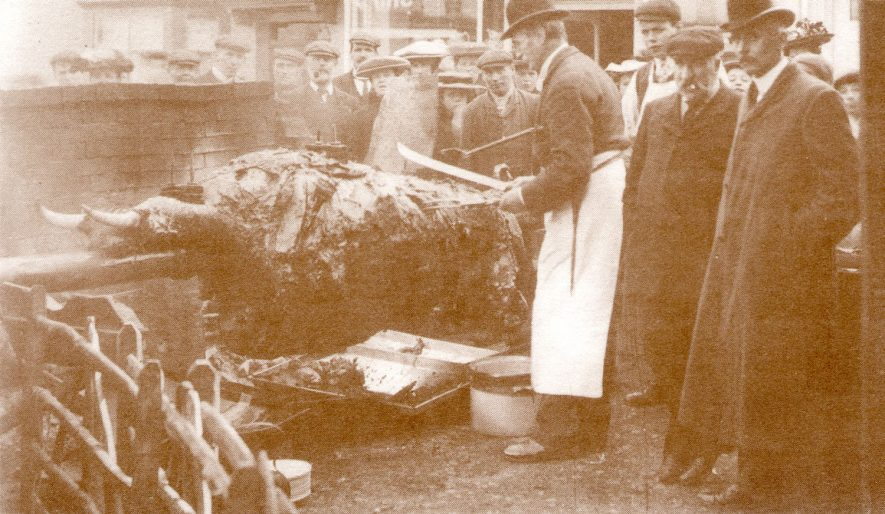 Ox Roast in Market Square.  1909 |  IMAGE LOCATION: (Warwickshire County Record Office)