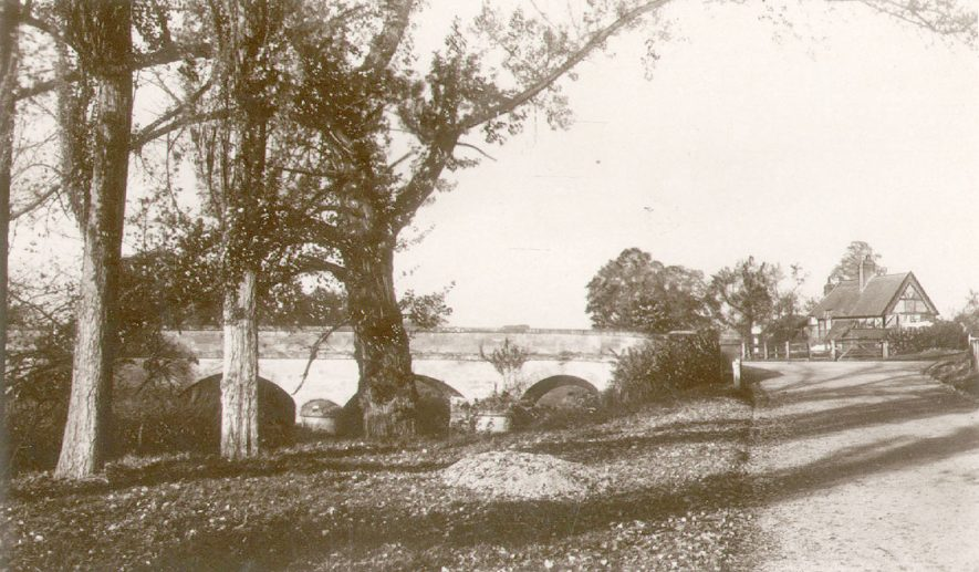 Stoneleigh bridge over the River Sowe.  1940s |  IMAGE LOCATION: (Warwickshire County Record Office)