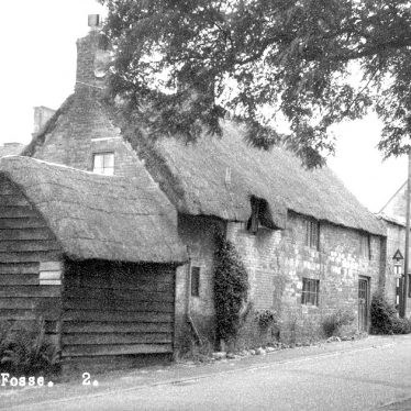 Stretton on Fosse.  Thatched buildings