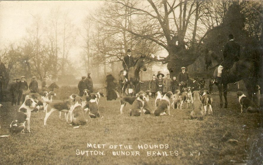 Meet of the Warwickshire Hounds at Sutton under Brailes. 1910s |  IMAGE LOCATION: (Warwickshire County Record Office)