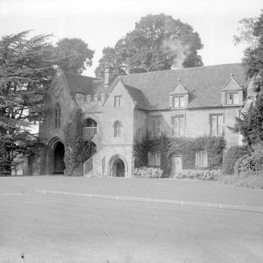 Stoneleigh.  Stoneleigh Abbey, old gatehouse