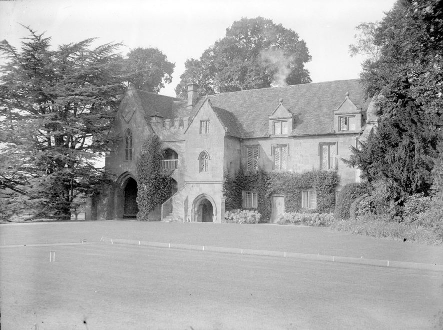 The old gatehouse at Stoneleigh Abbey.  1950s |  IMAGE LOCATION: (Warwickshire County Record Office)