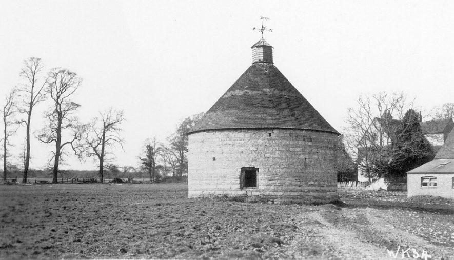 The dovecote at Temple Grafton.  1938 |  IMAGE LOCATION: (Warwickshire County Record Office)