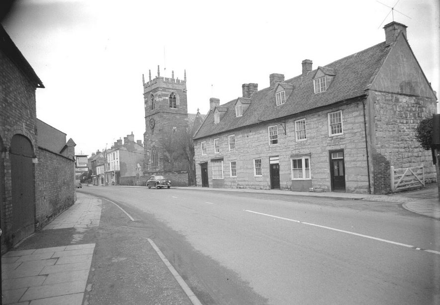 St Edmund's church and row of stone cottages, Shipston on Stour.  February 15th 1958 |  IMAGE LOCATION: (Warwickshire County Record Office)