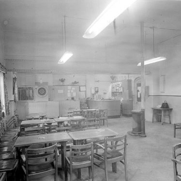 Stoneleigh.  Stoneleigh Club, interior
