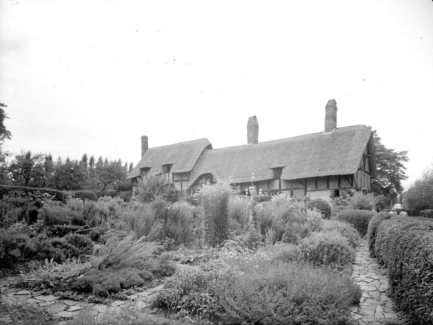 Anne Hathaway's cottage, front exterior, and garden in Shottery.  September 1946 |  IMAGE LOCATION: (Warwickshire County Record Office)
