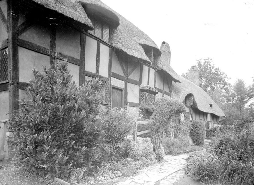 Anne Hathaway's cottage, front exterior, Shottery.  September 1946 |  IMAGE LOCATION: (Warwickshire County Record Office)