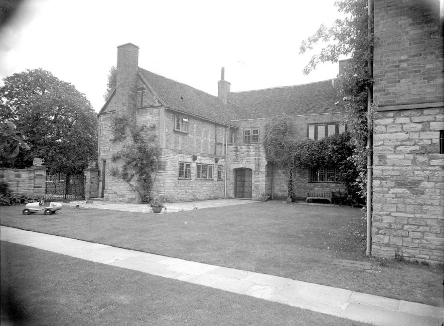Shottery Manor house, front view.  August 1951 |  IMAGE LOCATION: (Warwickshire County Record Office)