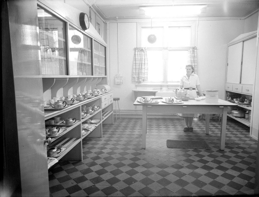 Monroe Devis Hospital, kitchen and tea room interior, Tiddington.  1951 |  IMAGE LOCATION: (Warwickshire County Record Office)
