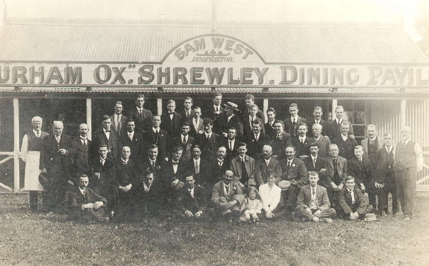 Large group of men outside the dining pavilion at The Durham Ox, Shrewley Common, Shrewley.  1910s |  IMAGE LOCATION: (Warwickshire County Record Office)