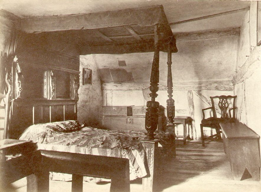 Anne Hathaway's Cottage interior, Shottery, showing the parents' bedroom.  1900s |  IMAGE LOCATION: (Warwickshire County Record Office)