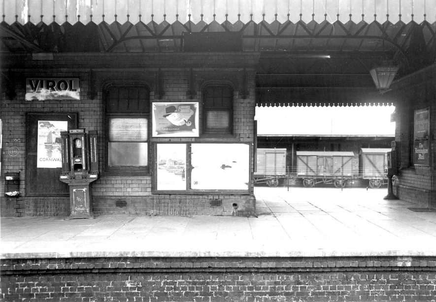 Stratford upon Avon railway station.  1954 |  IMAGE LOCATION: (Warwickshire County Record Office)