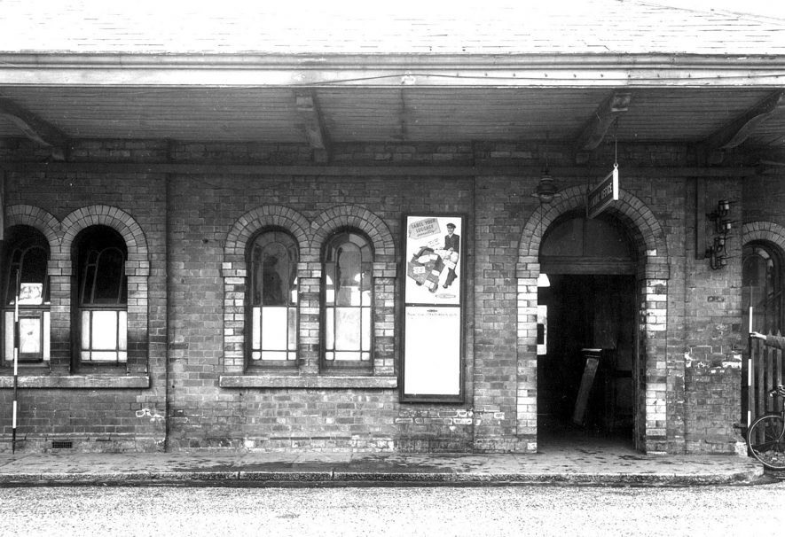 Stratford upon Avon railway station.  1954 |  IMAGE LOCATION: (Warwickshire County Record Office)
