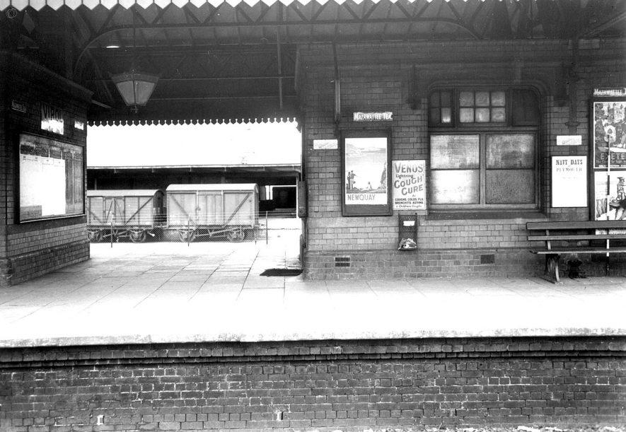 Stratford upon Avon railway station.  1954    IMAGE LOCATION: (Warwickshire County Record Office)