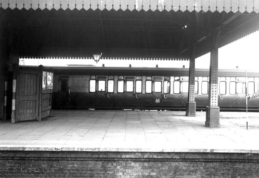 The railway station, Stratford upon Avon.  1954 |  IMAGE LOCATION: (Warwickshire County Record Office)