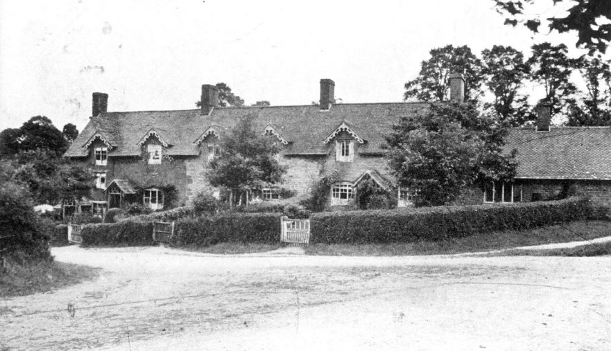 Village view of Little Wolford.  1906    IMAGE LOCATION: (Warwickshire County Record Office)