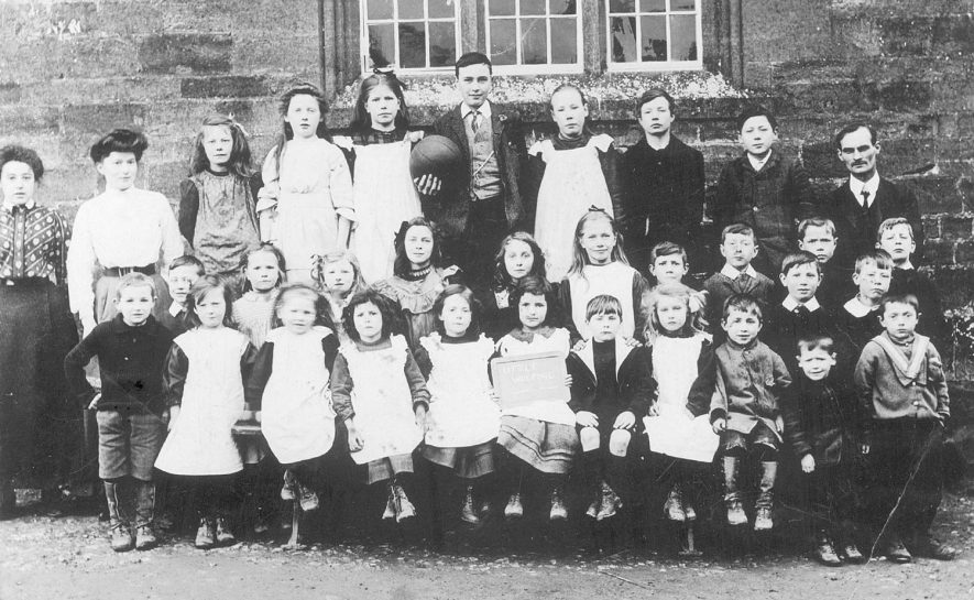 Great Wolford school group. 1910s |  IMAGE LOCATION: (Warwickshire County Record Office)