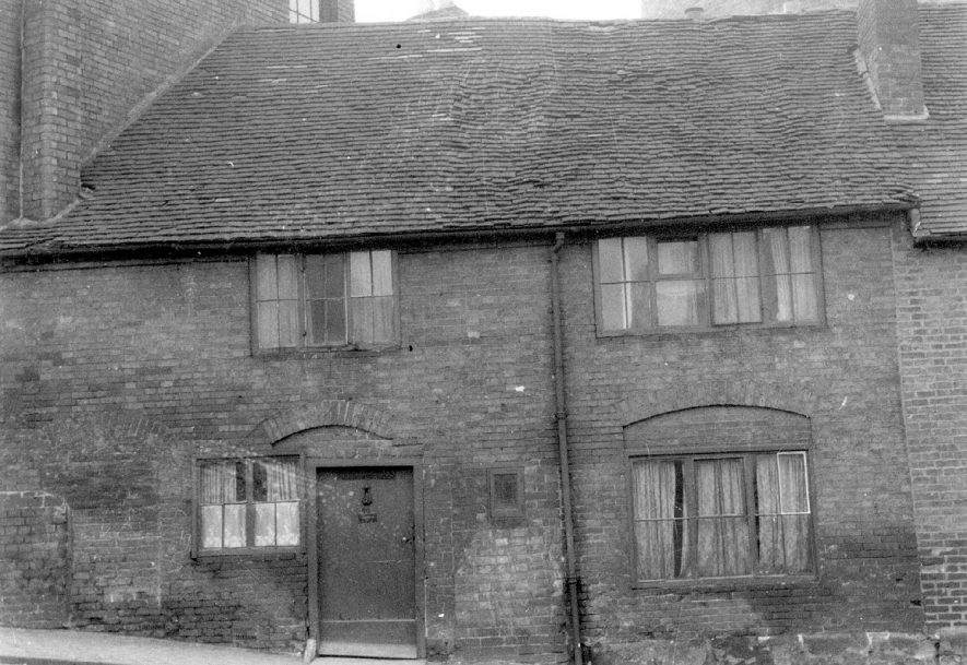 Old cottages in The Jetty, Market Place, Warwick.  1950 |  IMAGE LOCATION: (Warwickshire County Record Office)