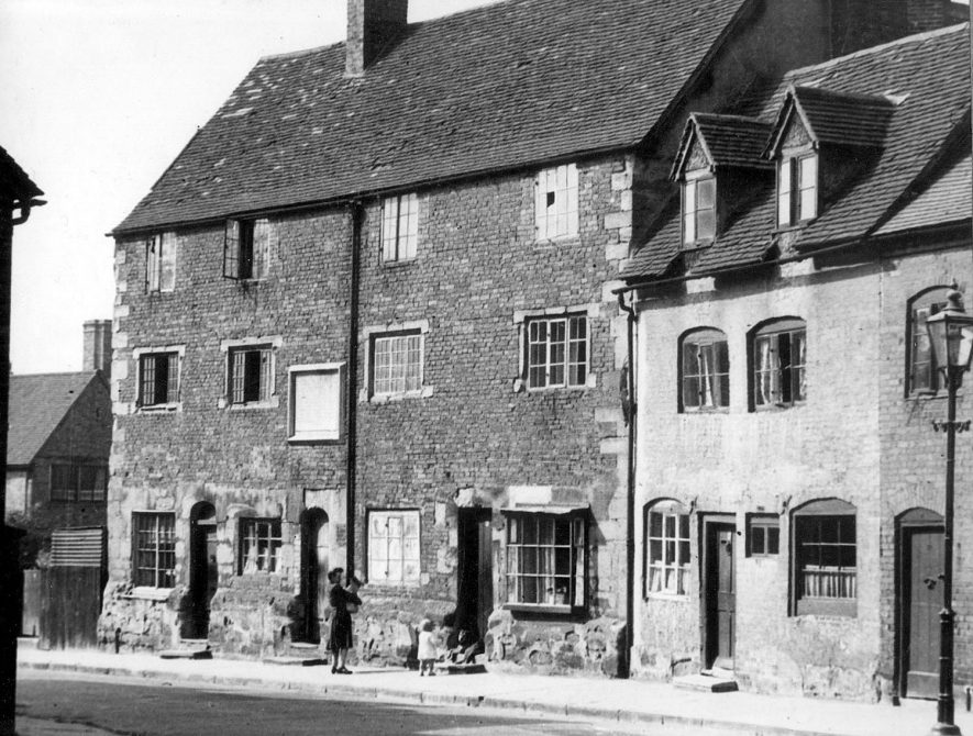 Puckerings almshouses just prior to their demolition, Warwick.  1950 |  IMAGE LOCATION: (Warwickshire County Record Office)