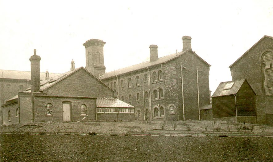 Exterior view of Warwick Prison, Cape Road.  1910 |  IMAGE LOCATION: (Warwickshire County Record Office)