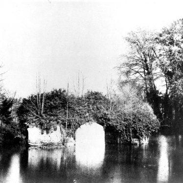 Warwick.  Medieval bridge over the River Avon