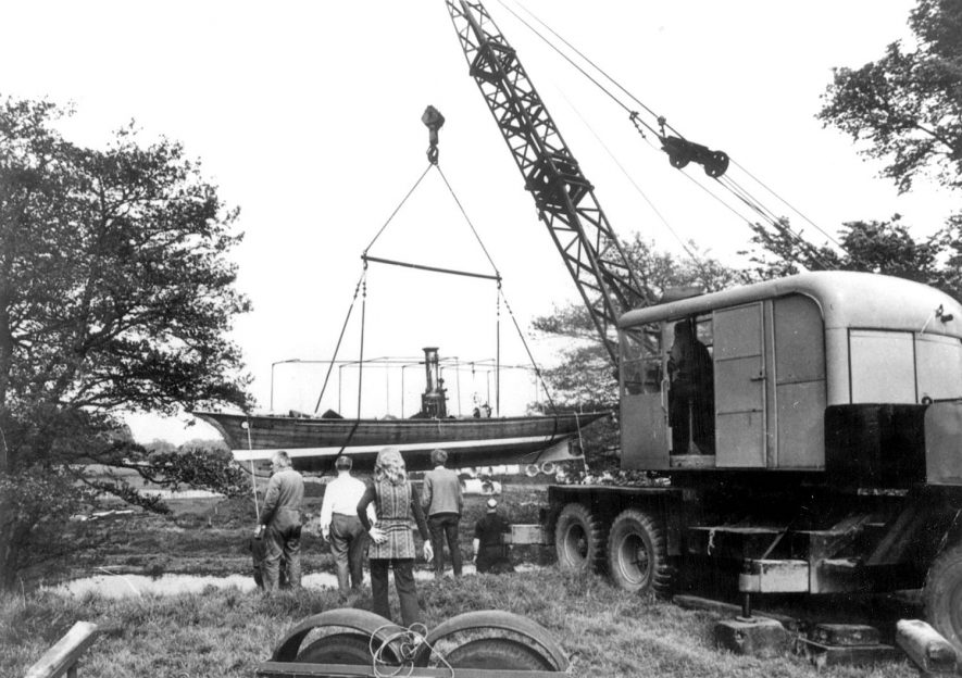 Landing of a boat by the Avon, using a mobile lifting crane.  Warwick.  1970 |  IMAGE LOCATION: (Warwickshire County Record Office)