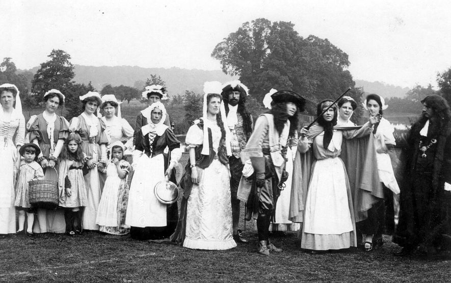 Warwick pageant 1906.  A group of players |  IMAGE LOCATION: (Warwickshire County Record Office)