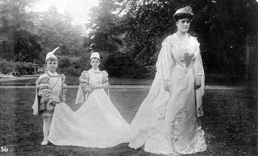 Warwick Pageant 1906.  Princess Margaret of Gloucester and pages |  IMAGE LOCATION: (Warwickshire County Record Office)