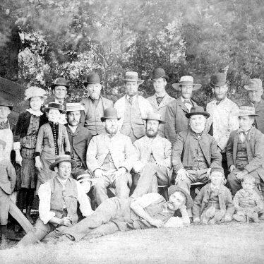 Warwick.  Robert Greenfield with his children & workers